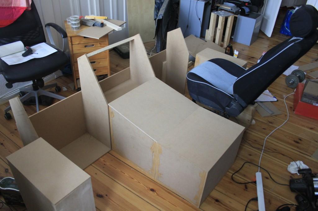 Pedestal, Sidestick-Boxen und Grundgerüst sind bereits fertig.